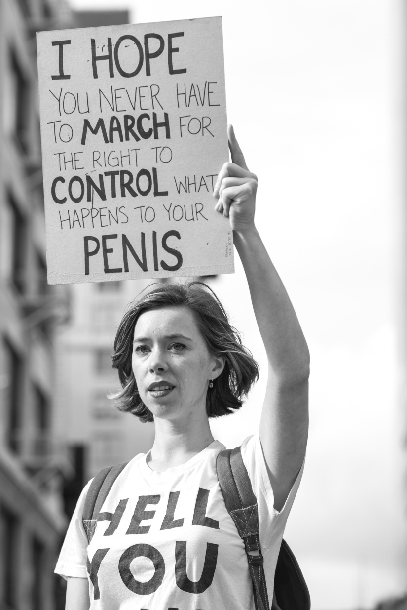 female-protester-losangeles-womens-march-close-up-black-white-2
