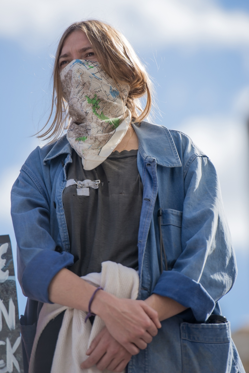 female-protester-mask-color
