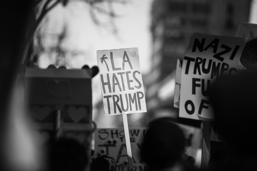 la-hates-trump-sign-black-white