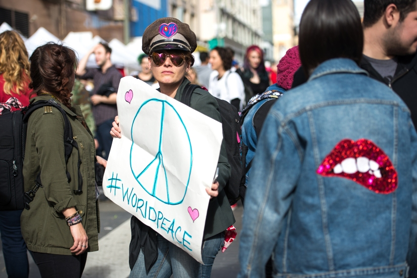protester-peace-sign-color