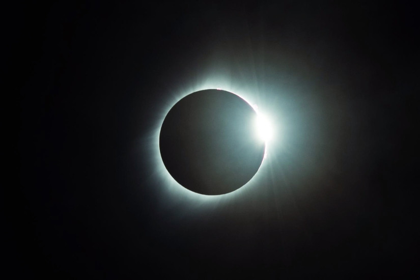 solar-eclipse-ring-shot