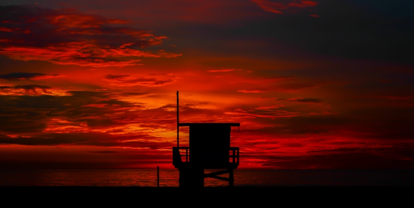 sunset-lifeguard-tower-red-sky