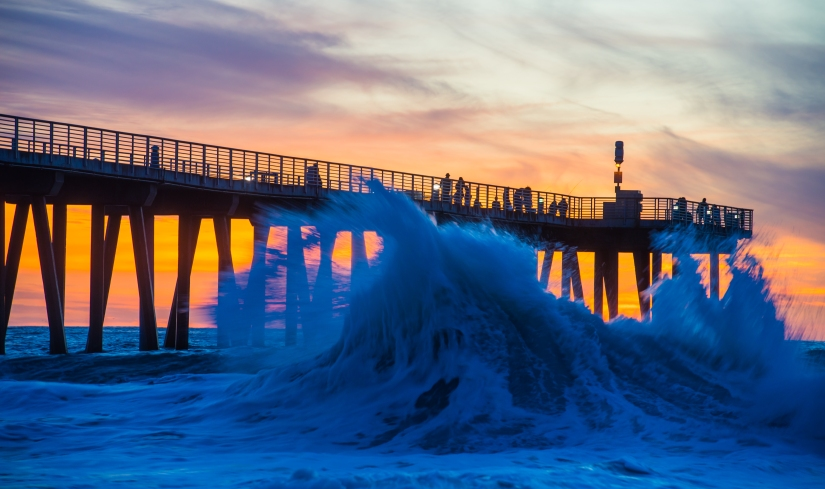 hermosa-beach-pier-wave-breaking