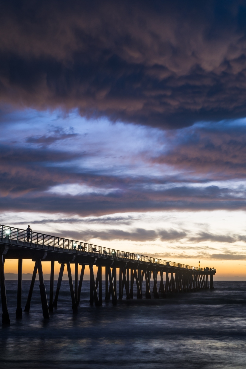 hermosa-beach-pier-purple-sky-man-on-pier